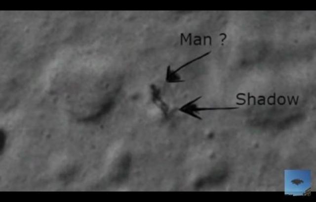 """Много шума в Сети наделали кадры, на которых явно видно, что по поверхности Луны бродит """"инопланетянин""""."""
