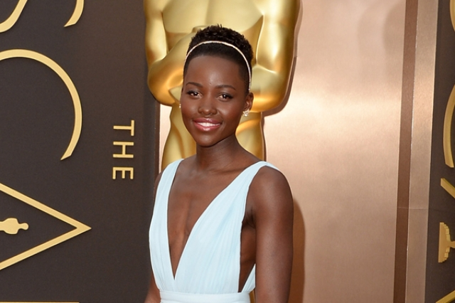 """Люпита Нионго. Молодая актриса получила признание в Голливуде только два года назад, сыграв рабыню Пэтси в картине """"12 лет рабства"""", за что сразу получила премию Оскар."""