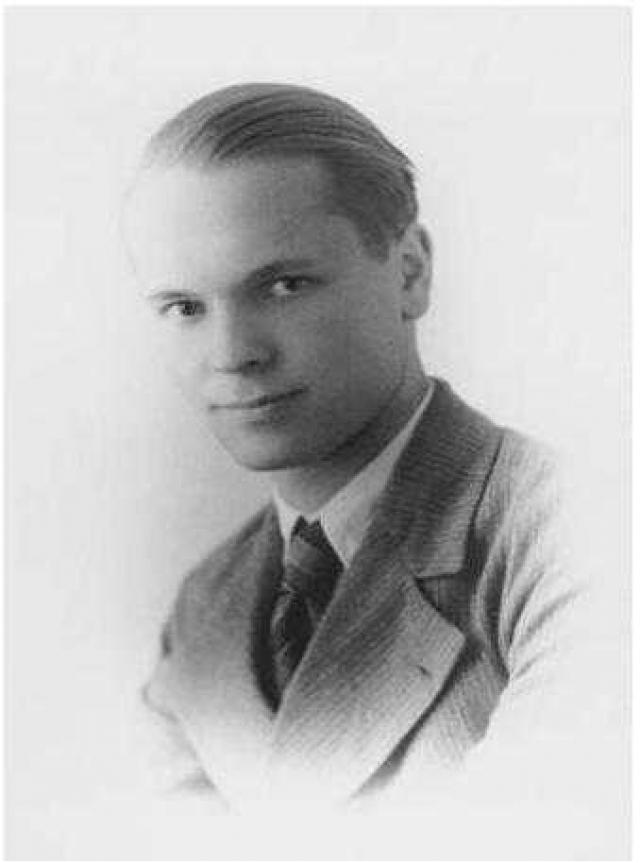 """9 ноября 1938 года 22-летний Моррис Бово с расстояния в 8 метров трижды стрелял в Гитлера из полуавтоматического пистолета """"Шмайссер"""" калибра 6,5 мм во время праздничного парада, посвященного 15-й годовщине """"Пивного путча""""."""