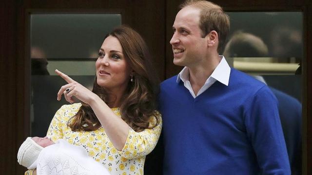 11. 2 мая у принца Уильяма и Кейт Миддлтон родилась дочь. Девочку назвали Шарлотта. Это второй ребенок в семье Уильяма и Кейт - два года назад у пары появился первенец - принц Джордж Кембриджский.