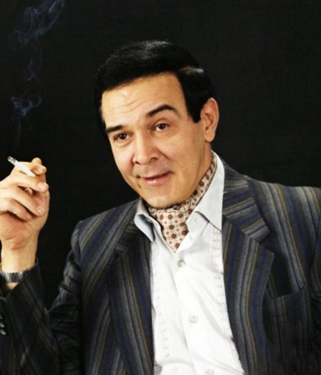 """Яркий восточный мужчина, """"интеллигентный мачо"""", настоящий джентльмен, который соединил в своем творчестве музыку всего мира, исполняя даже запретный рок-н-ролл и классику."""