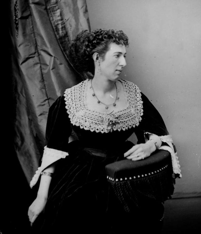 """При помощи журналиста Джорджа Агастуса Сала она написала мемуары в двух томах: """"Belle Boyd in Camp and Prison"""", которые были изданы в 1865 году. После этого женщина несколько раз посещала США с лекциями и рассказами."""