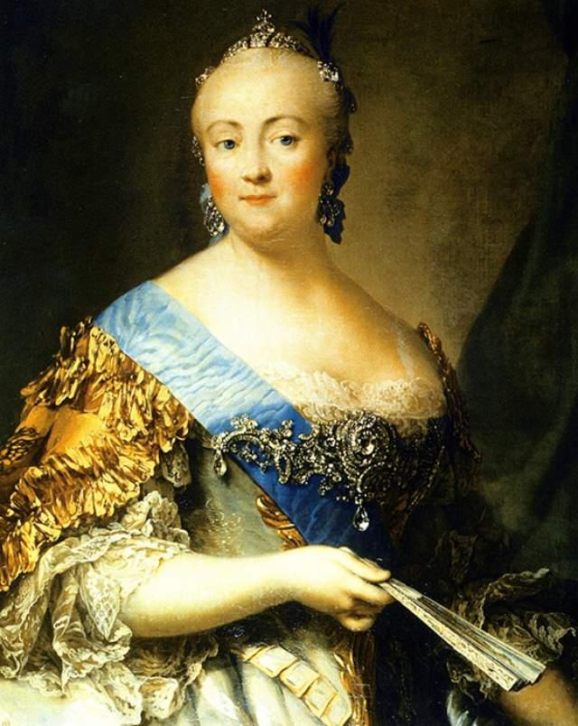 Елизавета I запомнилась современникам как раскрепощенная и свободная натура. Причем княгиня была на редкость привлекательна, чем и пользовалась. К 20 годам число ее партнеров превысило десяток. Причем все как на подбор красавцы, но - глупые. Однако отсутствие ума императрица компенсировала жалованием титулов.