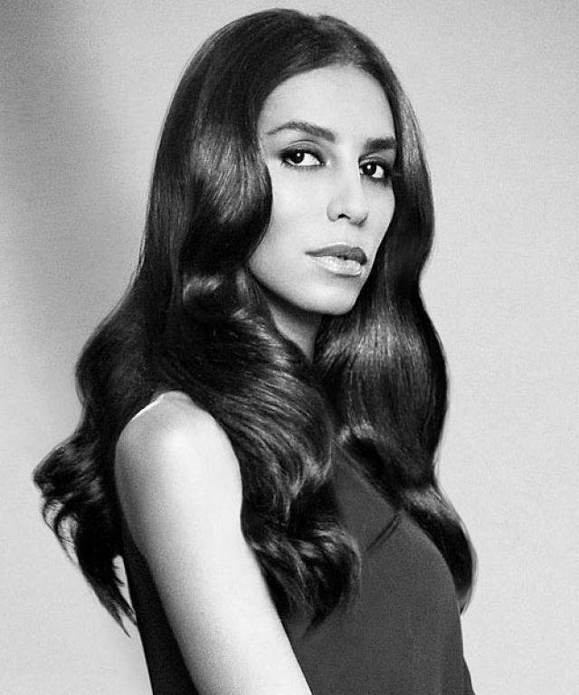 Леа Ти. Топ-модель является, пожалуй, самым известным транссексуалом в мире высокой моды. Когда-то именно она вдохновила представителей Givenchy, и ее лицо стало появляться на обложках самых модных журналов.