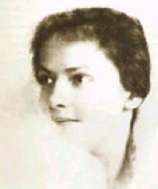 """Впрочем, сведения относительно владения языком сильно расходятся. Так, сестра Эрна Бухольц, бывшая учительница немецкого языка, довольно долго жившая в России, уверяла, что фройляйн говорила по-русски """" как на родном языке, связными, правильными предложениями """"."""