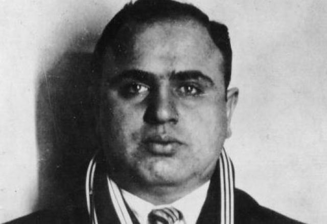 Сам Капоне впоследствии любил по случаю приврать об истории появления шрама, довольно часто рассказывая о том, как он попал под шрапнель противника, сражаясь в Первой Мировой Войне