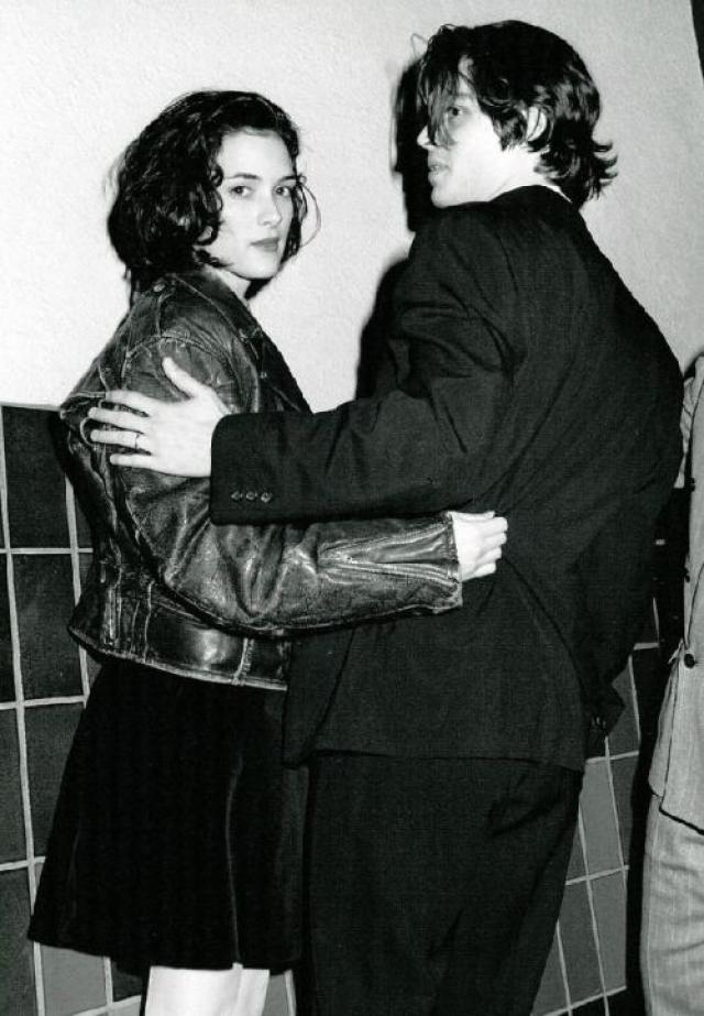 """Ему было 26, ей 17 - роман двух ярких молодых звезд мгновенно стал темой номер один для СМИ. """"Мы договорились, что попытаемся быть открытыми прессе"""", - вспоминал потом Джонни. Именно это и было ошибкой."""