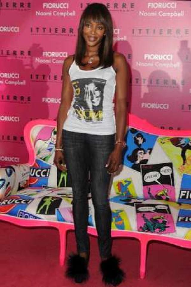 Парфюмерная компания Moodform Mission, куда супермодель обратилась за помощью в создании и продвижении парфюмерии и косметики под собственным именем, заявила в суд на Наоми с иском о воровстве.