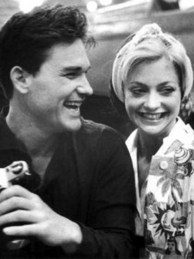 Курт Рассел. Курт начал встречаться с Голди Хоун, когда ему было уже за 30.
