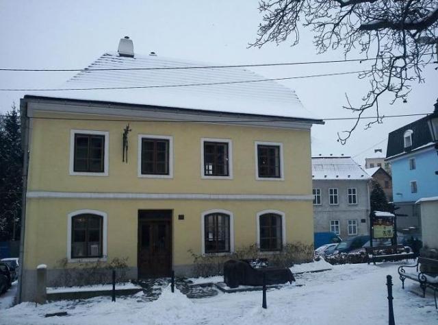 Музей и зал памяти Зигмунда Фрейда расположен на родине ученого, в чешском городе Пршибор. Его открыли к 150-летию со дня рождения Фрейда - дом был выкуплен городскими властями и получил статус культурного наследия.
