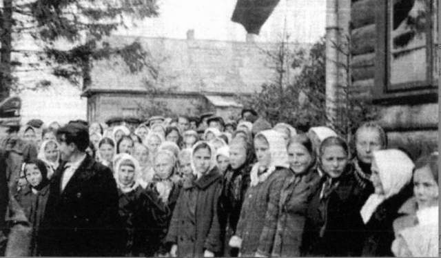 Локотская республика безжалостно боролась с врагами нового порядка - партизанами, подпольщиками, коммунистами, прочими неблагонадежными элементами, а также членами их семей.