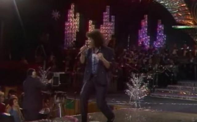 """В 1985 году записал первую пластинку в качестве сочинителя, а в 1988 году Корнелюк начал сольную карьеру в телепрограмме """"Музыкальный ринг"""", впервые выходит в финал фестиваля """"Песня года - 1988""""."""