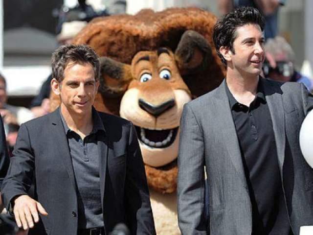 """Алекс, лев из мультфильма """"Мадагаскар"""", сделал портрет двух актеров Бена Стиллера и Дэвида Швиммера определенно веселее."""
