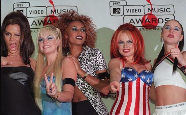 Участницы группы стали популярными героинями британской прессы и в 1996 году получили от журнала Top of the Pops прозвища: Пош-Спайс (Бекхэм), Бэби-Спайс (Бантон), Спорти-Спайс (Чисхолм), Скэри-Спайс (Браун) и Джинджер-Спайс (Холлиуэлл).