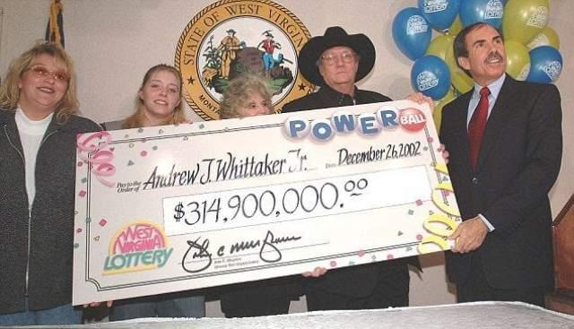 """Эндрю Джексон Уиттакер, 315 млн долларов, Национальная лотерея, 2002 год. Житель Западной Вирджинии, США, после вычета всех налогов на руки получил, конечно, гораздо меньше - 144 млн долларов, но и этого ему хватило для """"счастья""""."""