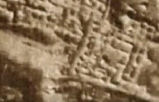 Они заявили, что в свое время американские астронавты обнаружили на Луне развалины древних городов и артефакты, говорящие о существовании на ней в далеком прошлом некой высокоразвитой цивилизации.