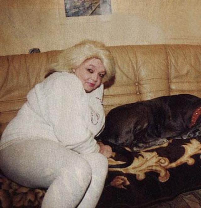 Брак с Чулюкиным закончился разводом, после чего Наталья закрутила роман с мужем коллеги Натальи Фатеевой, космонавтом Борисом Егоровым. В кино Кустинская продолжает сниматься, но у нее нет ни одной знаковой роли.