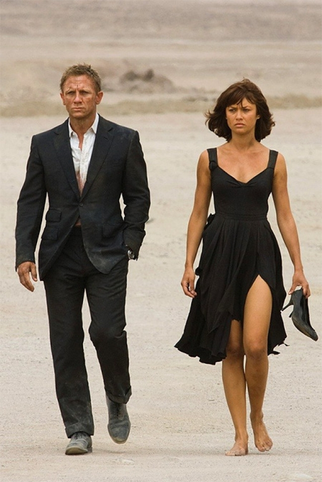 "В фильме ""Квант Милосердия"" (Quantum of Solace) 2008 года Бонда сопровождает Ольга Куриленко ."