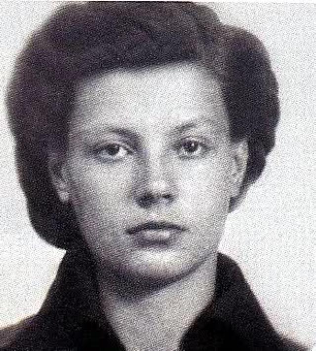 Будущая звезда подиума родилась 27 сентября 1935 года. По одной из версий Регина родом из Ленинграда, а родители были цирковыми артистами, которые погибли во время исполнения опасного трюка.