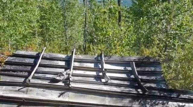 Умирающий Рзаев однако успел активировать взрывное устройство, состоящее из 5,5-6 килограмм тротила, что привело к разрушению конструкции самолета.