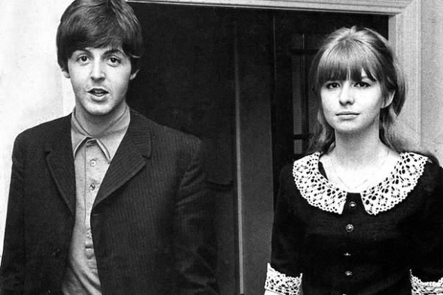 Пара рассталась накануне их свадьбы по причине неверности Пола, музыкант на долгое время остается в одиночестве. Вскоре он встречает любовь своей жизни.