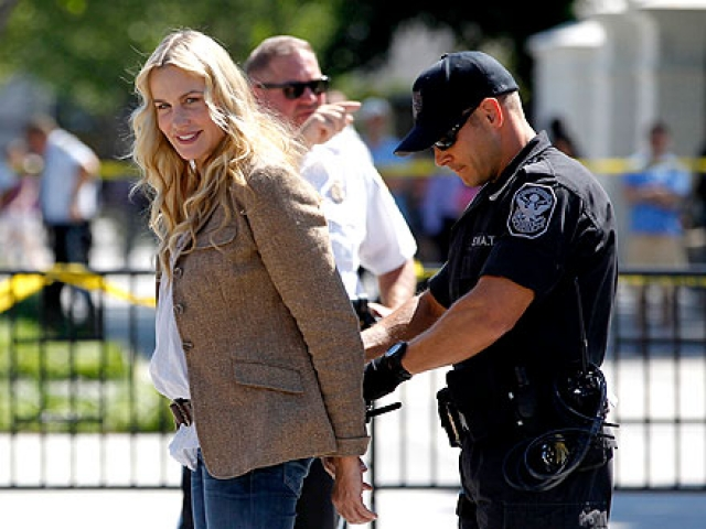 Ханна была задержана за отказ подчиниться полиции. Известно еще как минимум о четырех арестах Ханны во время участия в экологических акциях.
