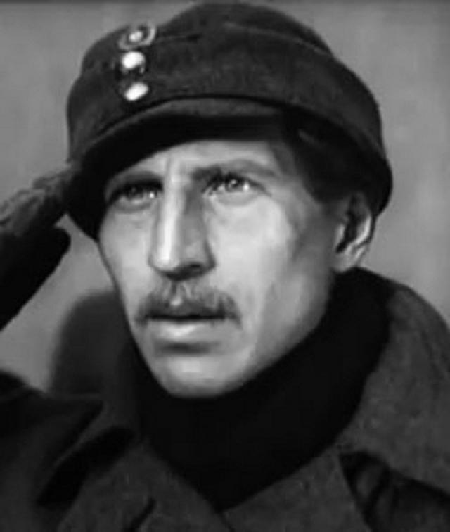 """Но начал сниматься он еще до войны, причем в кино пришел из балета . Один из первых фильмов - """"За Советскую Родину"""" (1937)."""