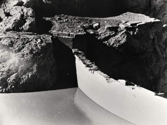 Удивительно, но сама плотина, к счастью, выдержала катастрофические перегрузки. Цунами снесло лишь верхний метр ее кромки, в остальном же она не пострадала.