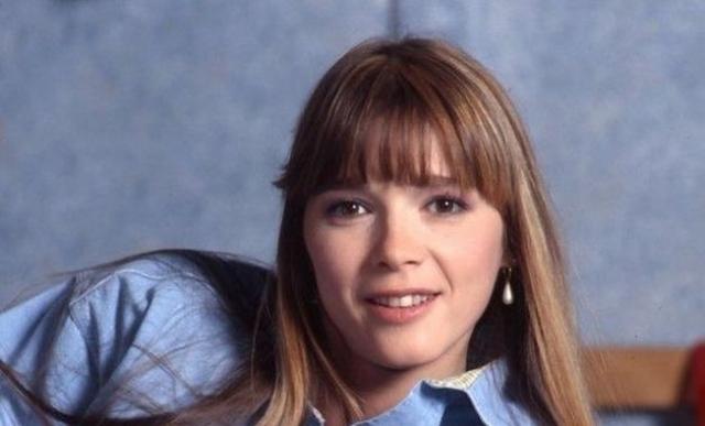 Элен Ролле - Элен. Увлечением девушки всегда была музыка, поэтому о карьере актрисы даже не задумывалась. Однако, именно роль в сериале принесла ей мировую известность.