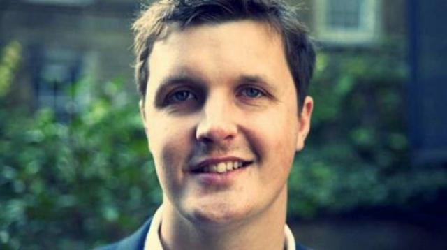 Адам Хилдрет, Dubit В 14 лет Хилдрет вместе с одноклассниками запустил социальную сеть Dubit. В Великобритании сайт был очень популярным, и к 16-летию Адама принес ему $3,7 млн.