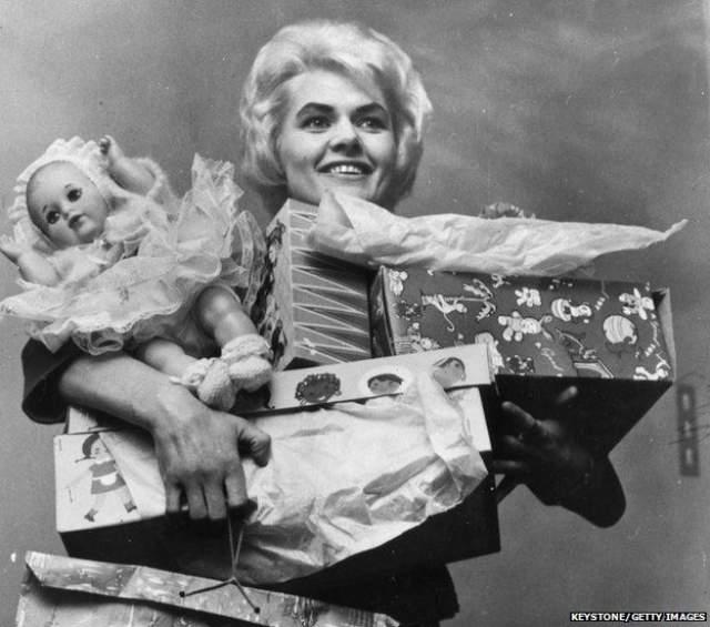 Вив покупала одежду, драгоценности, автомобили, но, несмотря на это, смогла потратить 3 миллиона только через пять лет.