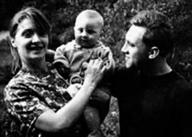 """Мама Владимира Семеновича тогда очень переживала за внуков. Позже она вспоминала: """"Но сын успокаивал меня:"""" Ты не волнуйся, так будет лучше и для нее, и для меня. Детей я не оставлю...""""."""