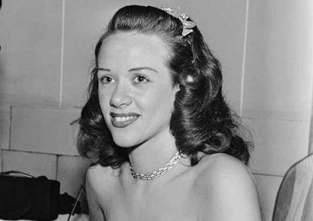 На момент смерти она жила в Коннектикуте. Незадолго до этого умер ее муж Вуди Витт, и одна из двух ее дочерей.