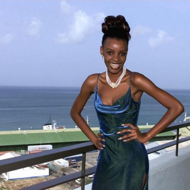 Мпуле Квелагобе, Ботсвана. «Мисс Вселенная — 1999». 19 лет, рост 178 см, параметры фигуры 91−59−92