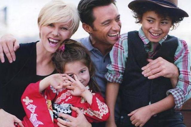 Сейчас семья воспитывает двух приемных детей - мальчика Оскара и девочку Аву.