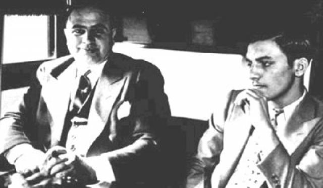 Начало падению имерии Капоне положил один из его собственных людей, отвечавший за лошадиные и собачьи бега: Эдди О'Хэйр был внедрен Налоговой полицией США в преступный мир Чикаго.