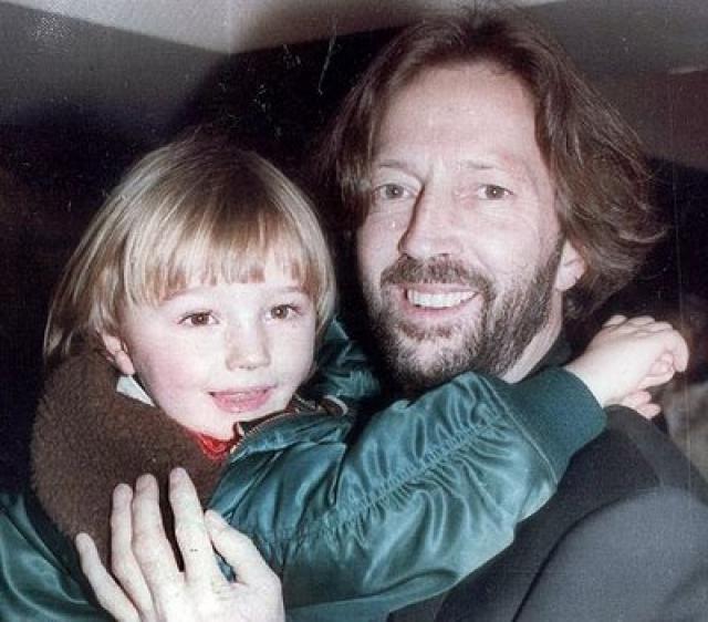 Однако в возрасте пяти лет мальчик погиб, случайно выпав с 53-го этажа нью-йоркского небоскреба.