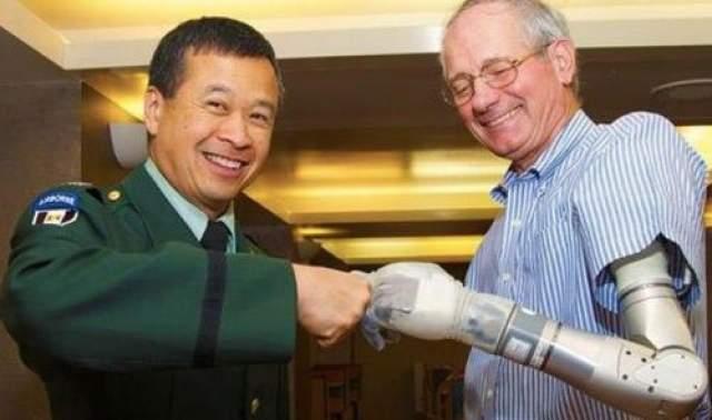 """Ионическое протезирование Мартин Кайдин высказал эту идею на страницах своего """"Киборга"""" (1972 года). 41 год спустя, в 2013-м, был создан первый бионический протез ноги."""