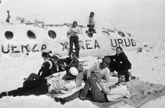 13 октября 1972 года в Андах произошло крушение самолета с командой регбистов на борту. У выживших был минимальный запас пищи, кроме того, у них отсутствовали источники тепла, необходимые для выживания в суровом холодном климате на высоте 3600 метров.