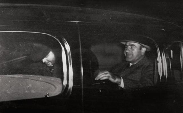 """У него был свой секретный вход в чикагские отели - сначала в скромный """"Метрополь"""", где 50 комнат бронировались для его свиты, а затем в роскошный """"Лексингтон""""."""
