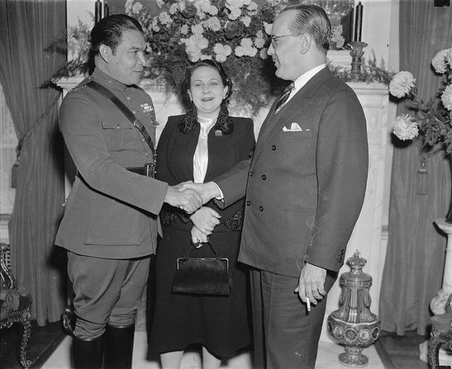 Его будущая жена Элиза познакомилась с молодым военным Фульхенсио Батистой. 10 июля 1926 года состоялась их свадьба. За двадцать лет брака Элиза родила ему троих детей. Ещё до развода с Элизой Фульхенсио Батиста вступил в отношения с Мартой Фернандес
