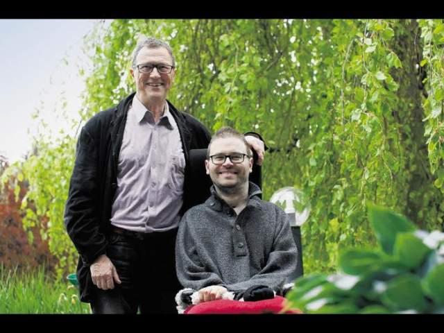 Спортсмен провел уже 15 лет в кресле, несколько раз страдал от респираторной и сердечной недостаточности.