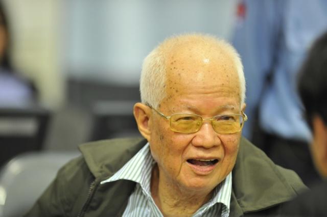"""Спустя несколько недель последовали аресты и других ключевых фигур """"красных кхмеров"""", ранее сдавшихся правительству Камбоджи (в том числе Иенг Сари и Кхиеу Сампхана). В настоящее время все они ожидают суда."""