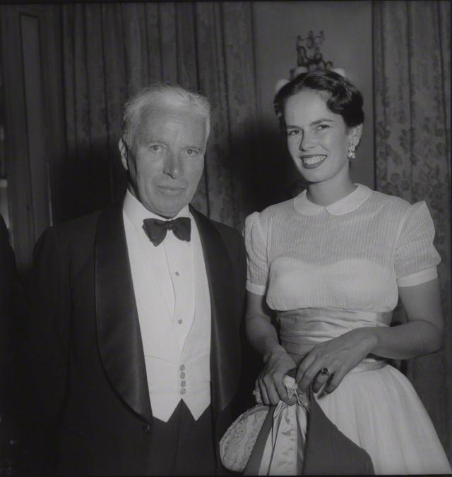 В момент начала совместной жизни Чарли уже было за 50, но этот факт никак не смутил его избранницу, которая даже оставила карьеру актрисы ради семейного счастья.