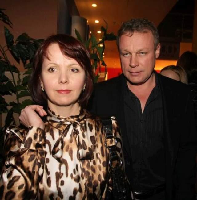 Однако вскоре чувства угасли, Сергей признал свое бурное увлечение ошибкой и вернулся к Вере Новиковой, на которой повторно женился.