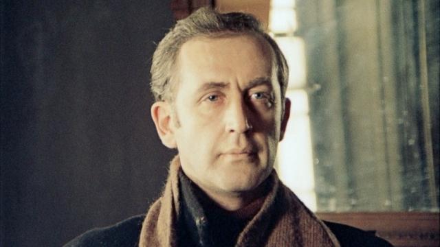 Василий Ливанов. Актер стал невероятно популярен благодаря роли Шерлока Холмса в серии полнометражных картин о знаменитом сыщике.