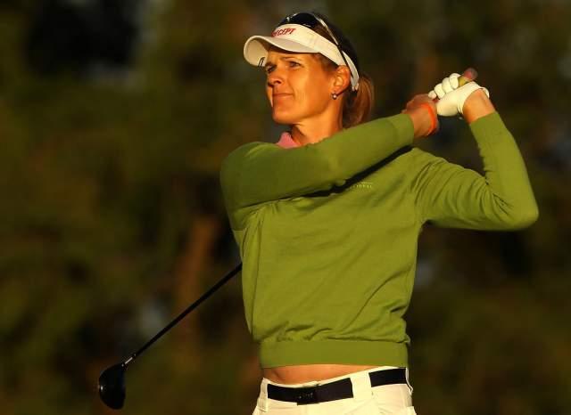 После этого, в 2004 году, ее допустили к участию в австралийском открытом чемпионате по гольфу для женщин. В 2005-м она принимала участие в самых престижных гольфистских соревнованиях планеты – Women's British Open и U.S. Women's Open.