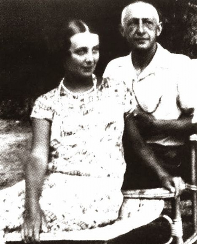 В 1926 году русских эмигрантов, живших на юге Франции, потряс факт, что на одной вилле вместе с Иваном Буниным и его женой Верой живет еще одна возлюбленная литератора - писательница Галина Кузнецова.