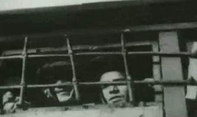 """27 декабря 1938 года поэт скончался в пересыльном лагере. Тело Мандельштама до весны вместе с другими усопшими лежало непогребенным. Затем весь """"Зимний штабель"""" был захоронен в Братской могиле."""