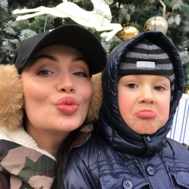 Багаудинова одна воспитывает сына Аспара, с мужем Аланом она развелась в 2015 году.